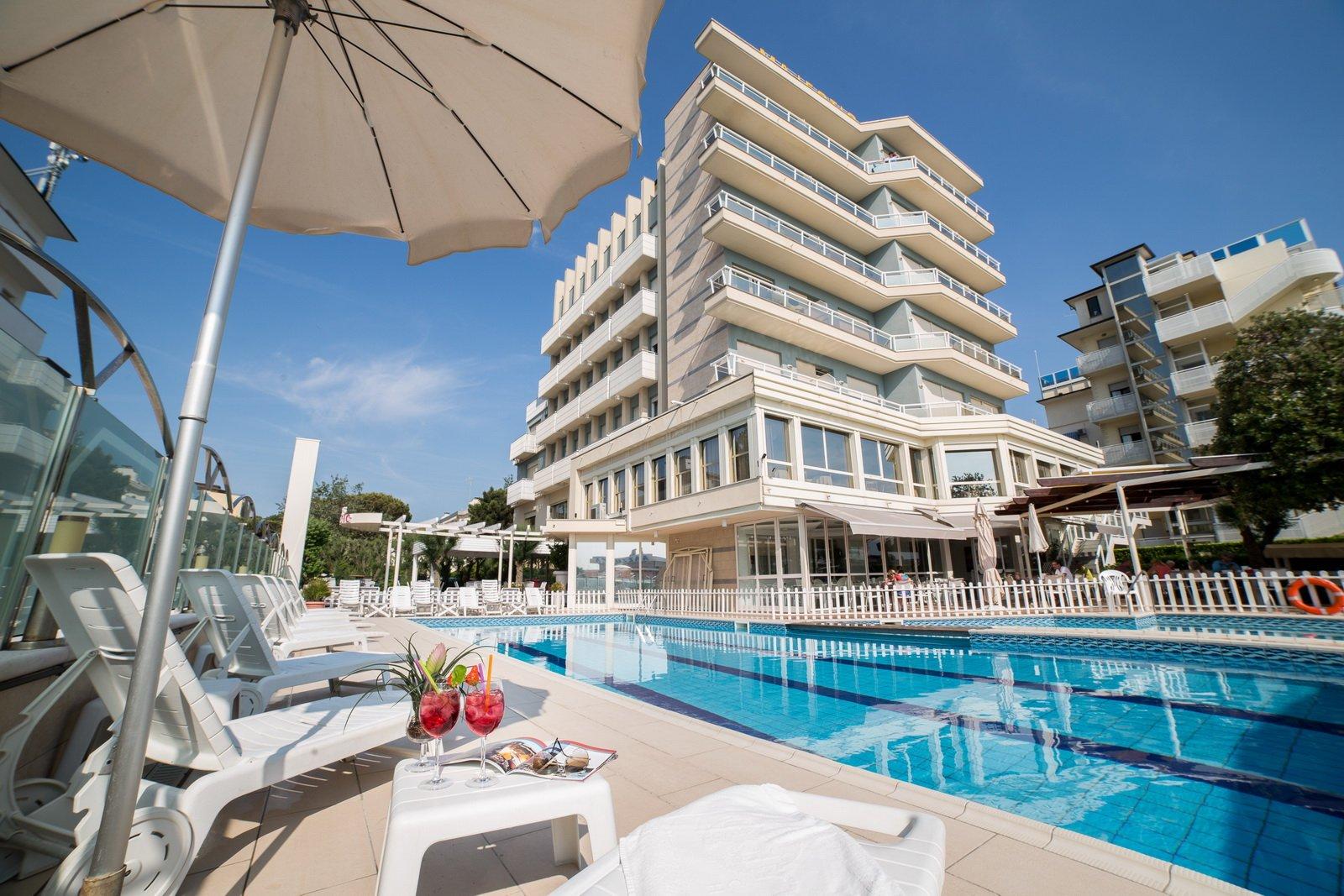 Hotel 3 stelle milano marittima con piscina hotel della ferla - Hotel con piscina coperta milano marittima ...